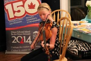 Fiddler Caitlin MacAulay entertained.